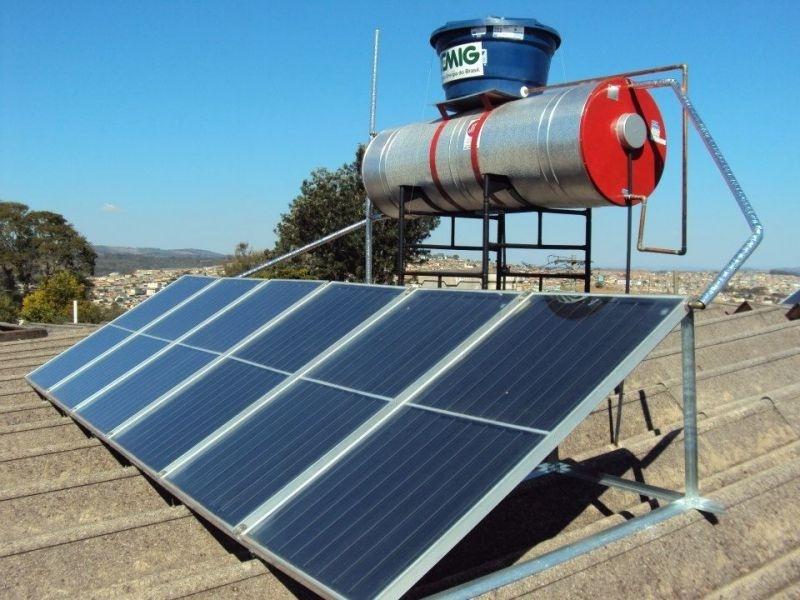 Aquecedor solar de água na Vila Paraguaçu