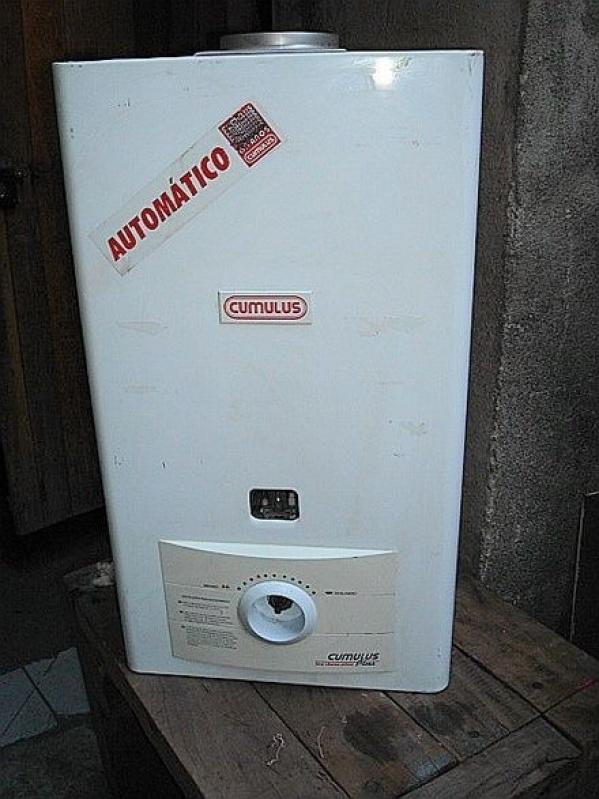 Instalação de aquecedor a gás Rinnai de indústria no Jardim Mitsutani