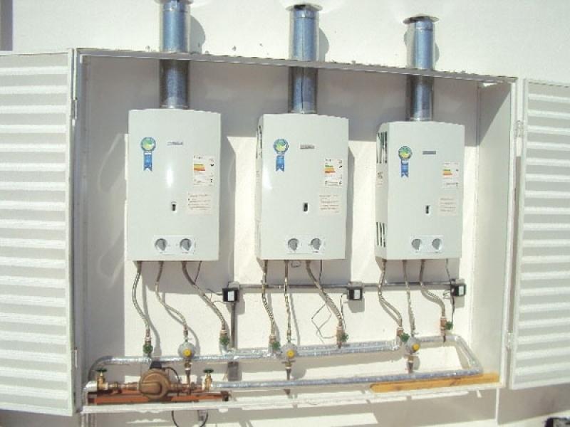 Instalação de aquecedor a gás Rinnai para lojas na Vila Icarai