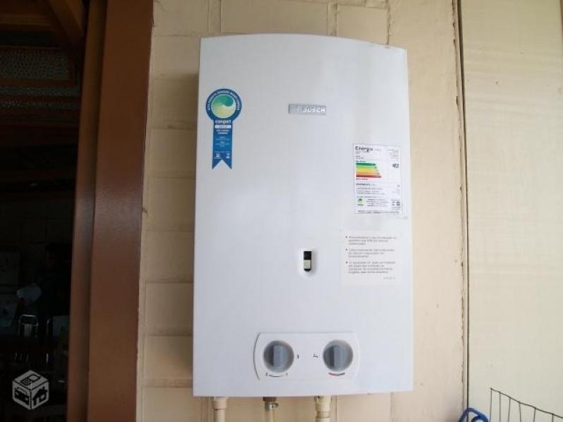 Instalação de aquecedor água a gás na Vila Cláudia