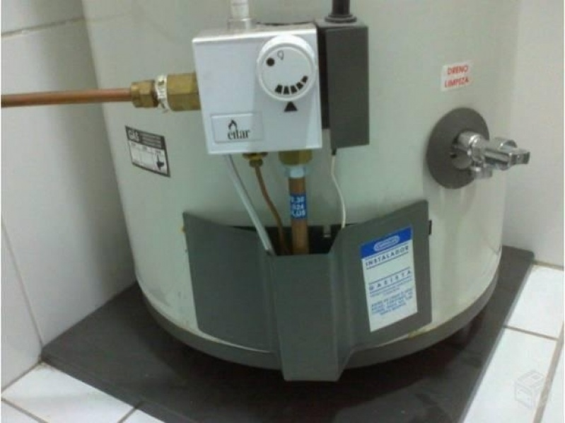 Instalação de aquecedor a gás na Colônia