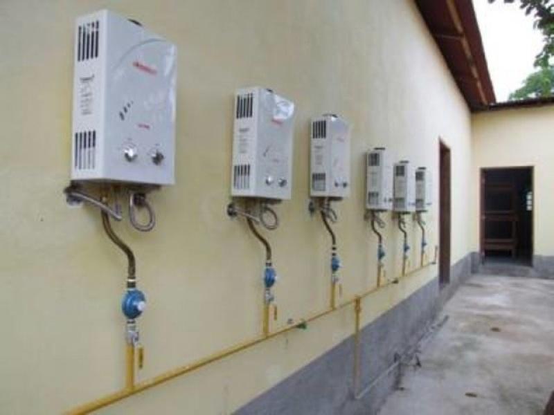 Instalação de aquecedor de água Rinnai no Jardim Carombé