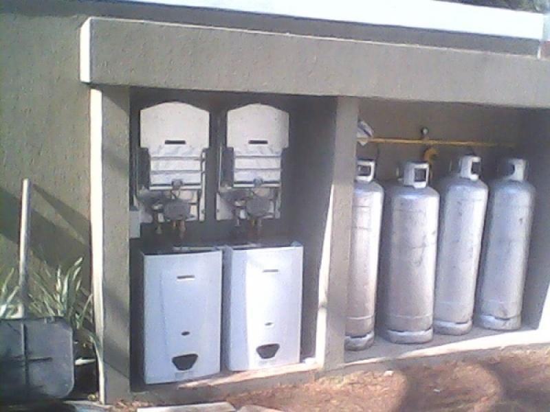 Instalação de aquecedores de água na Vila Prado